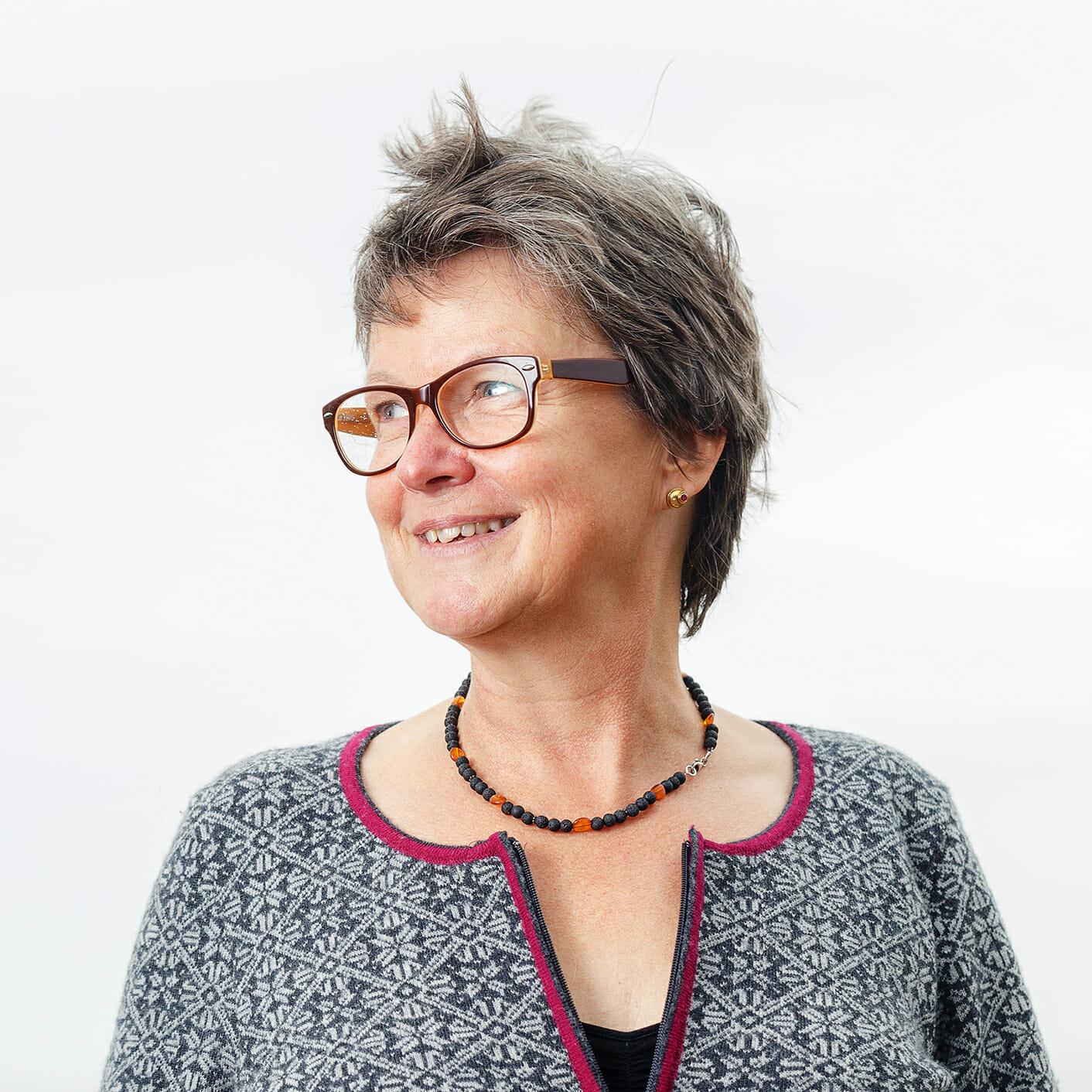 Barbara Bakker-Dinkla vor ihrem Hotel auf Norderney