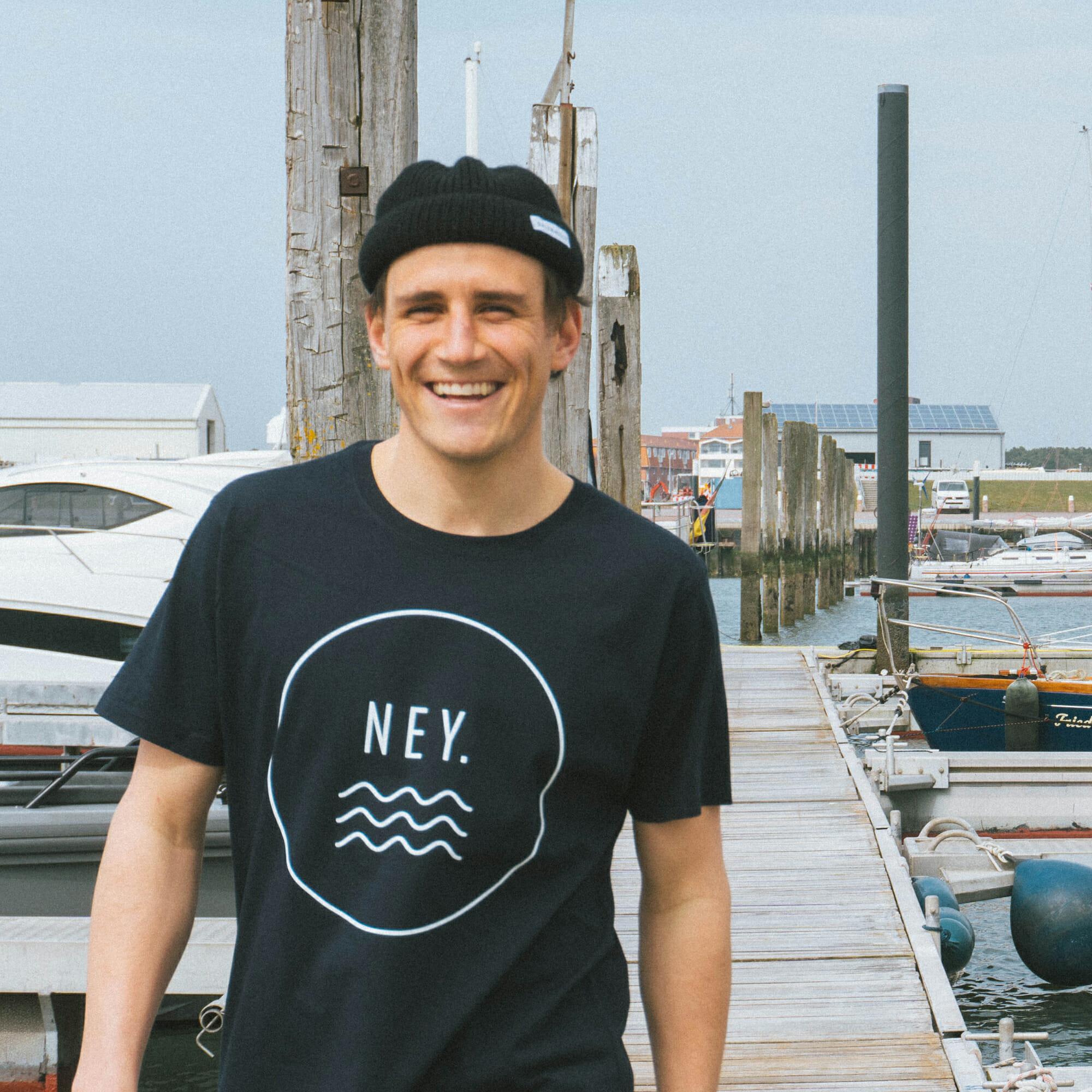 Salzwasser Gründer Jan Majora im Hafen von Norderney