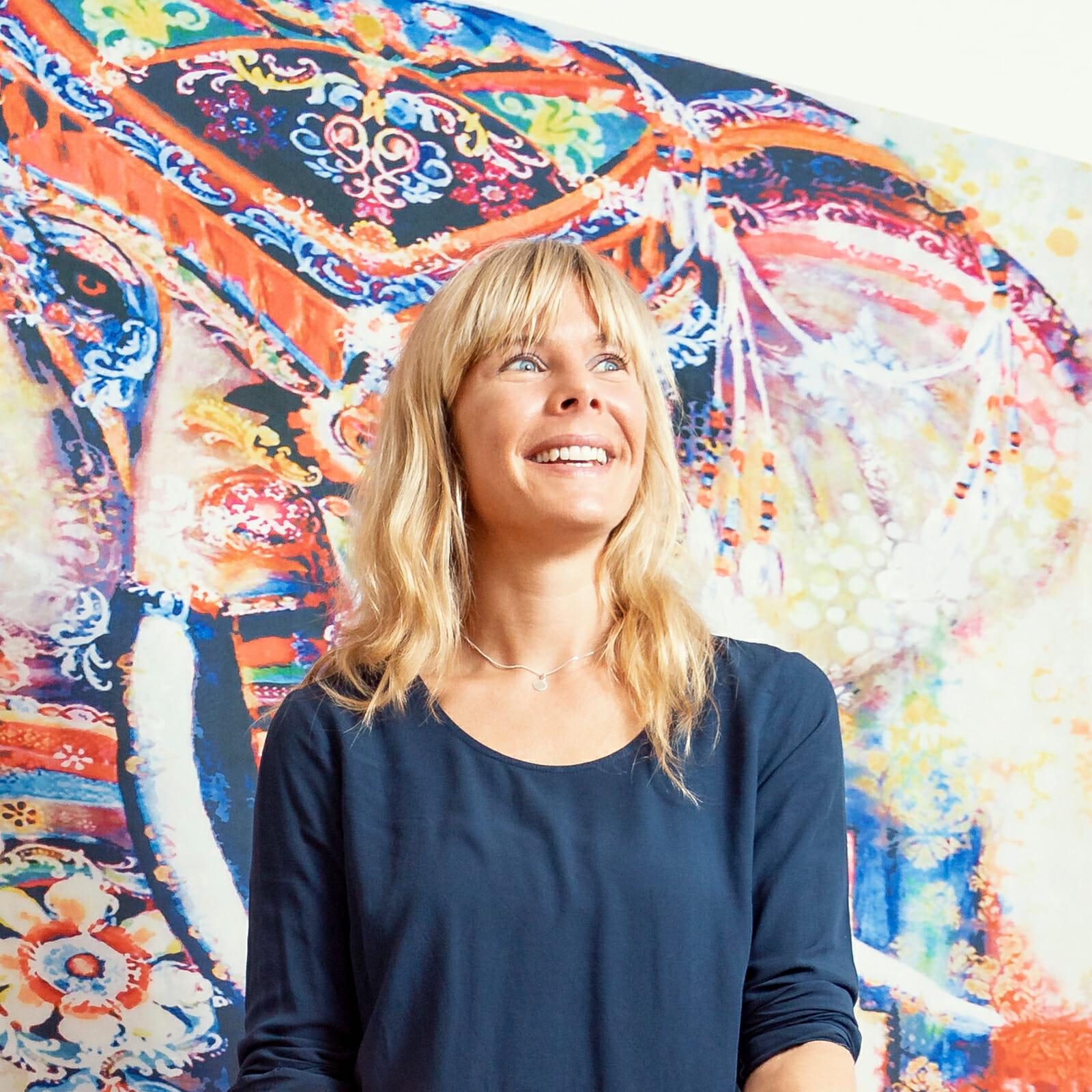 Yogalehrerin Julia Ristow in ihrer Praxis für Gesundheitscoaching auf Norderney