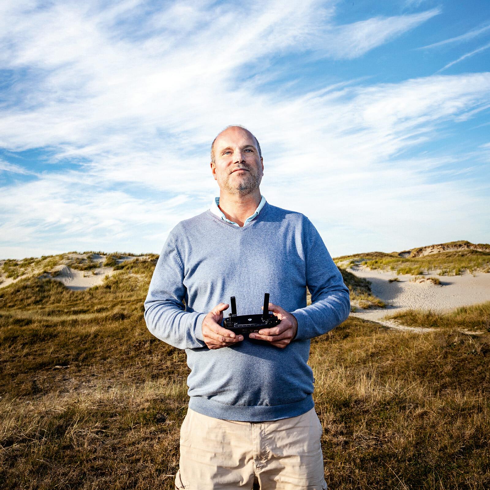 Martin Pohl bei Luftaufnahmen im Osten von Norderney