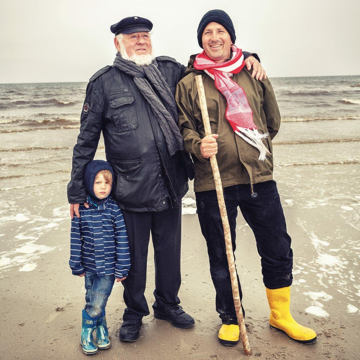 Michael Kleimann mit seinem Vater und seinem Sohn am Nordstrand von Norderney