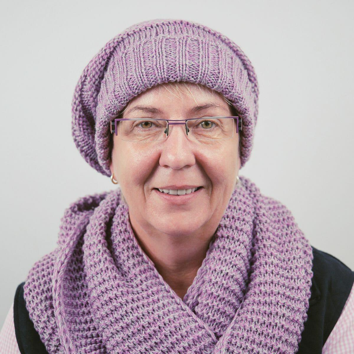 Porträtfoto von Monika Medebach in ihrem Geschäft auf Norderney