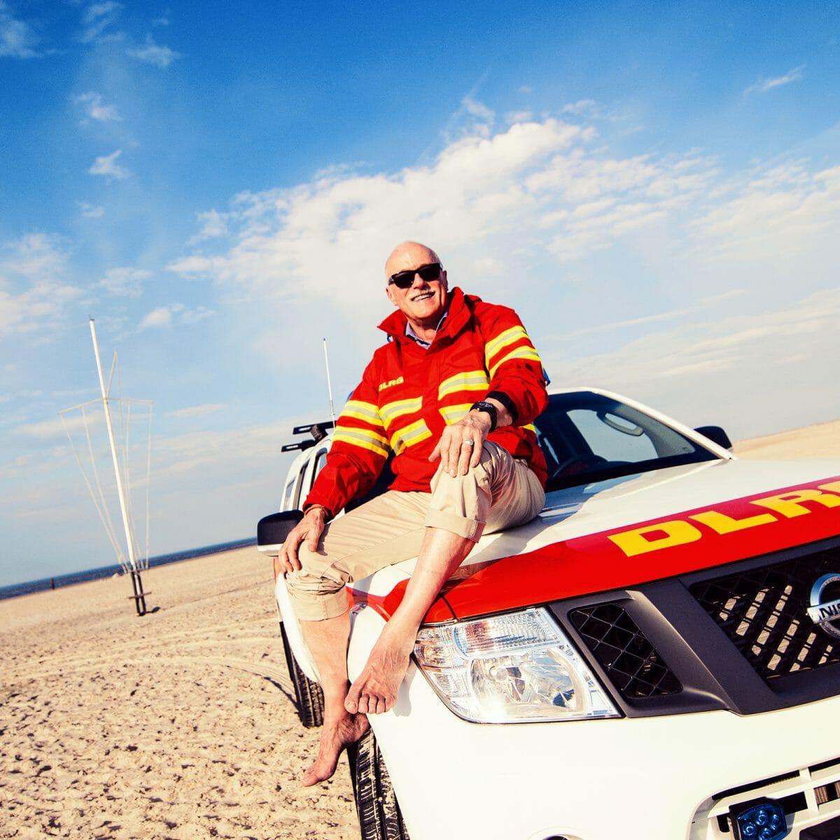 EHV Vorsitzender Norbert Harm auf einem LRG Fahrzeug am Oststrand von Norderney