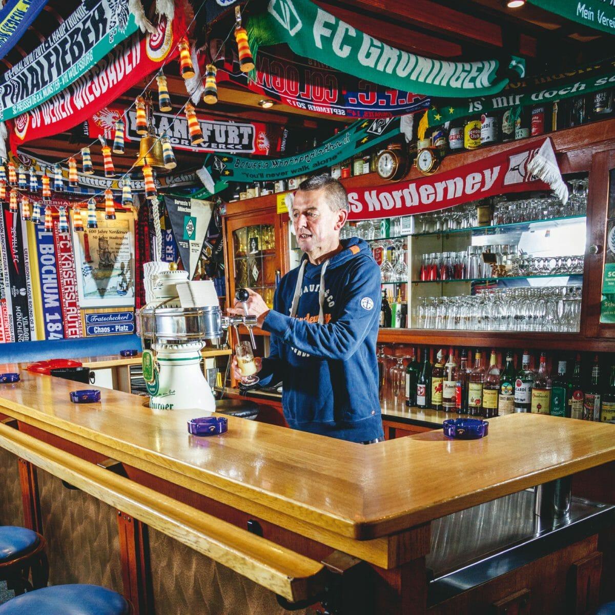 Stefan Zimmer in seiner Norderneyer Bierstube um Süd