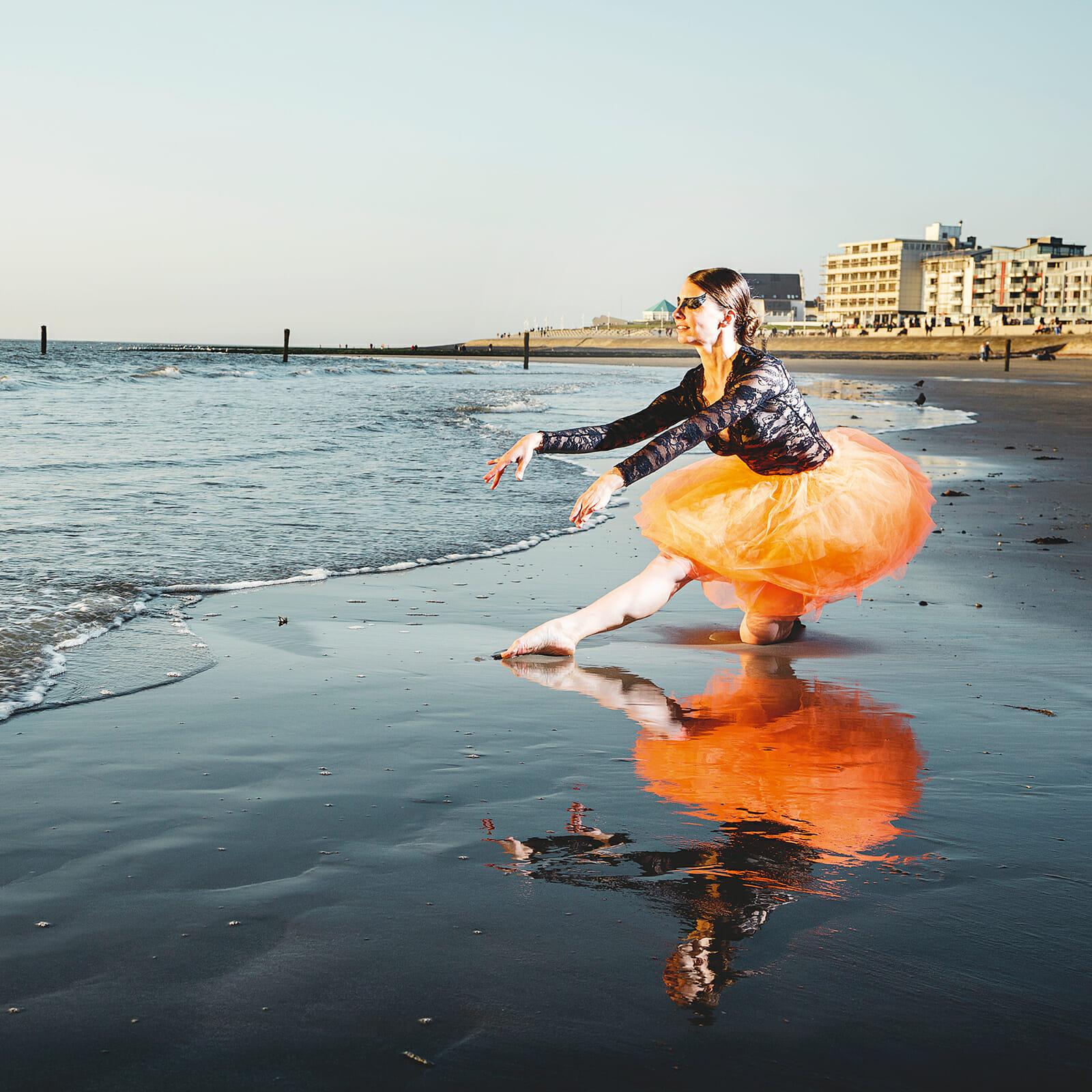 Svenja Fritsching tanzt Ballett am Weststrand von Norderney