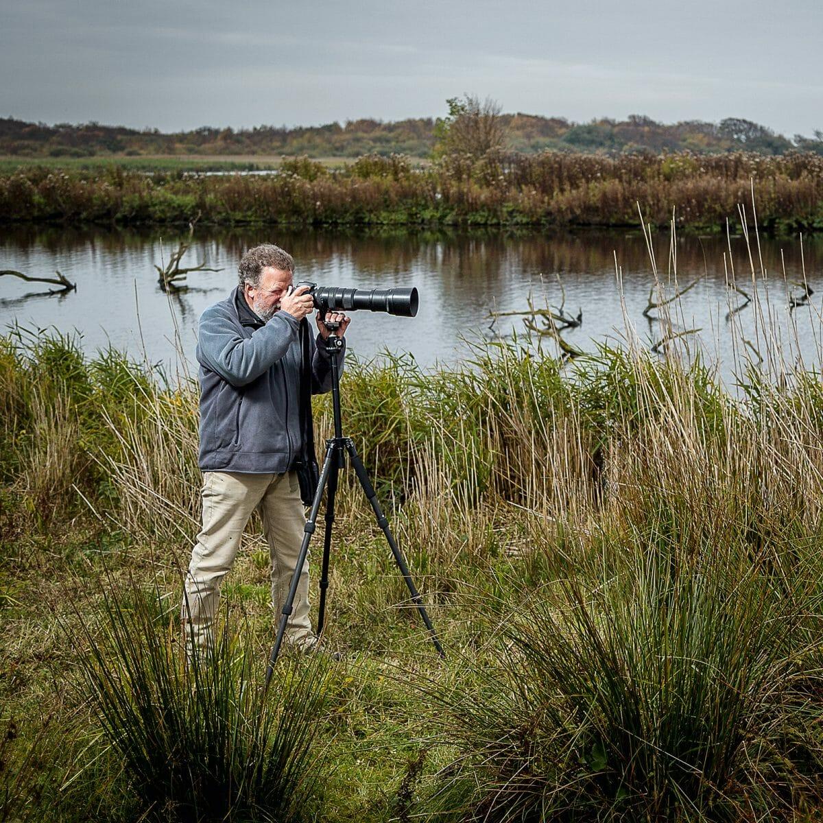 Der Norderneyer Hotelier und Naturfotograf Klaus Dinkla bei Naturaufnahmen im Weltnaturerbe Wattenmeer