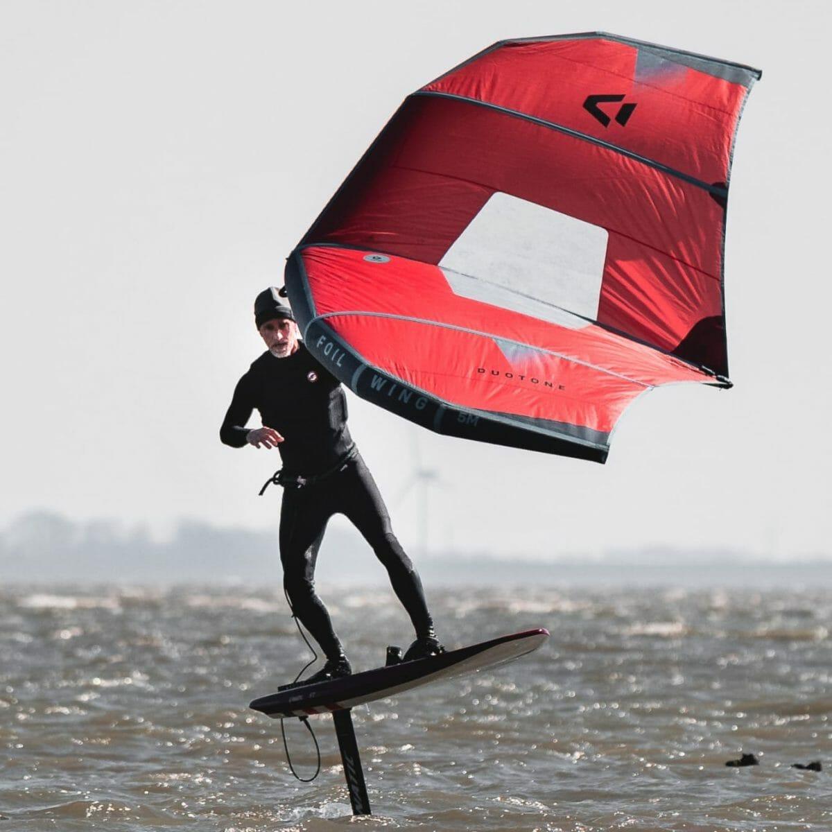 Gunther Baade beim Surfen vor Norderney