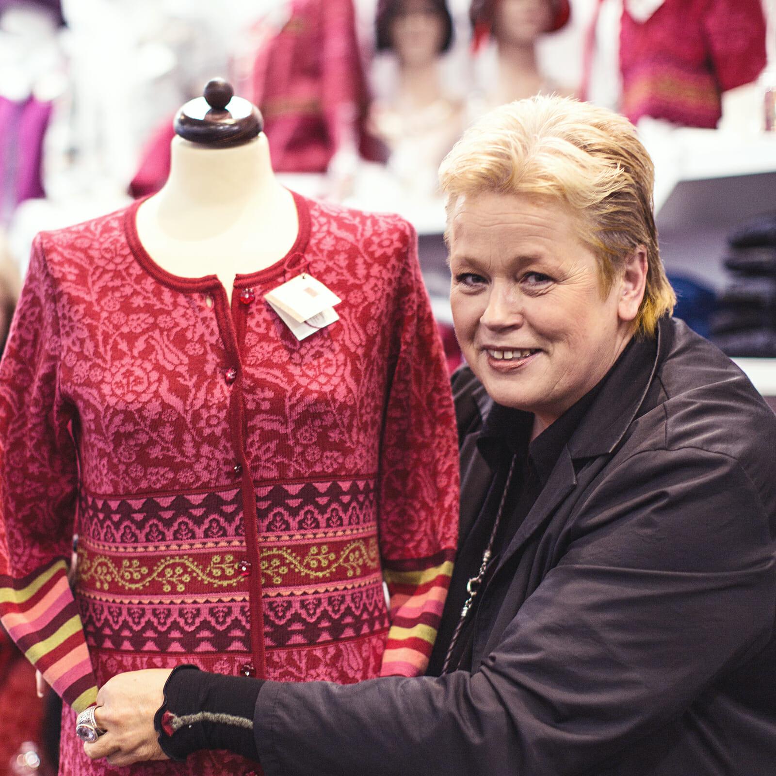 Gabriele Krebs in ihrem Geschäft auf Norderney